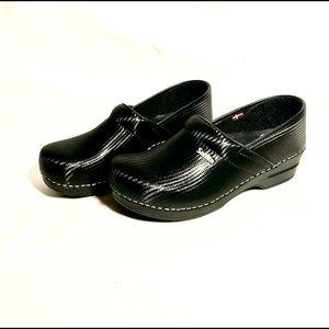 Sanita 100% leather professional clog size eur41